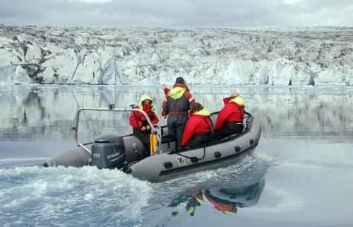 Glacier lagoon Zodiak tours
